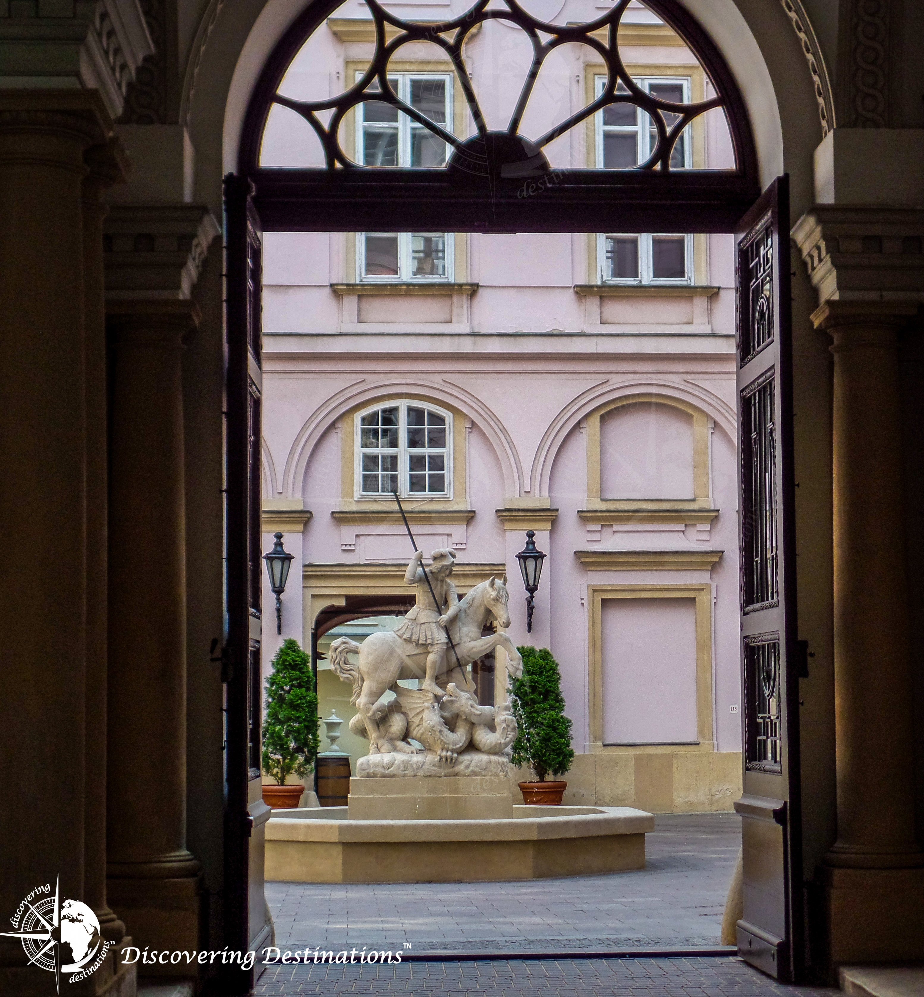 Discovering Primates Palace